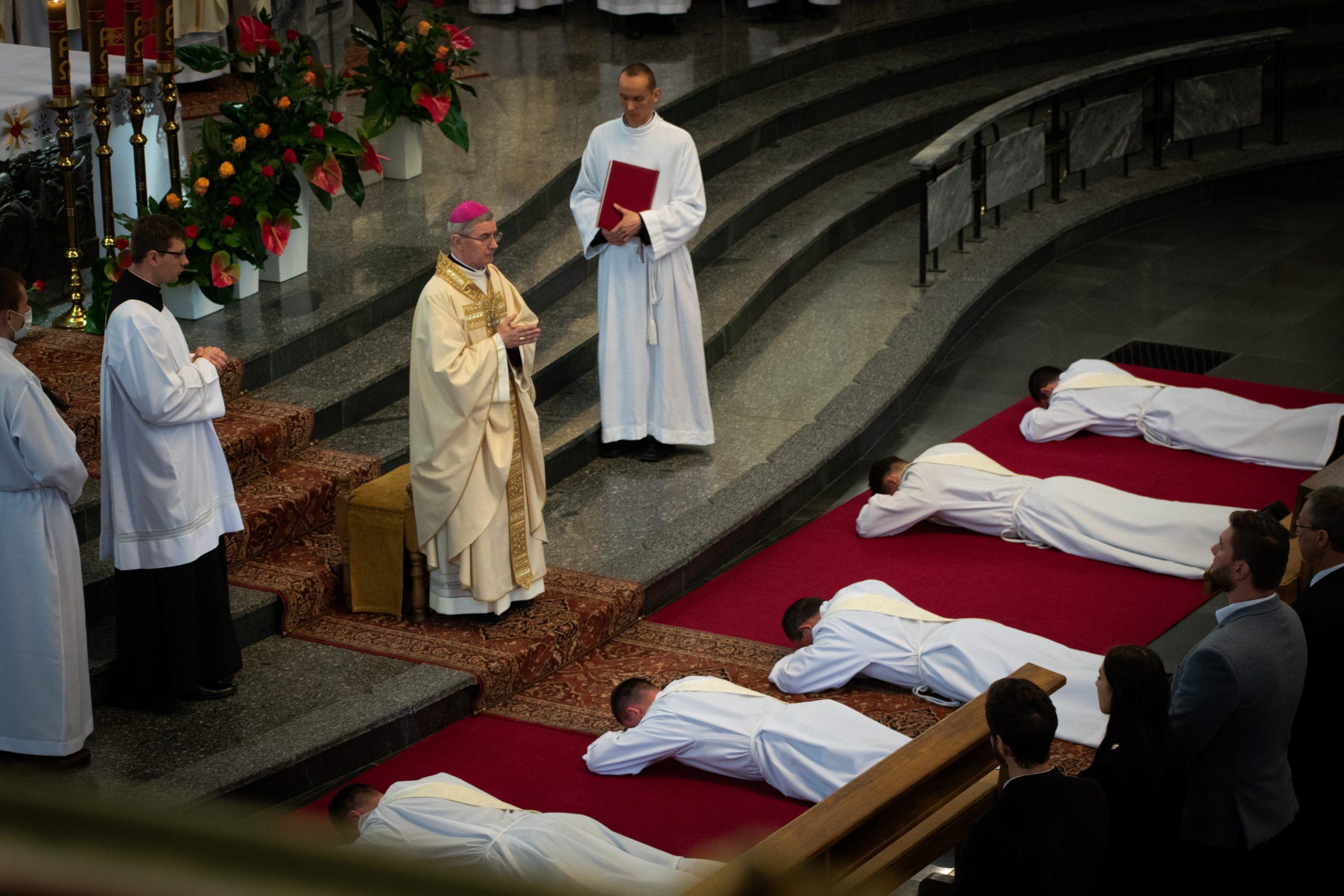 Ksiądz Robert Firek przyjął święcenia kapłańskie